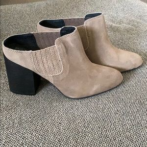 Adam Tucker suede boot 7M